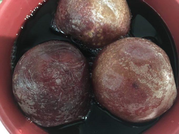 丸ごと桃の赤ワイン煮 加熱前